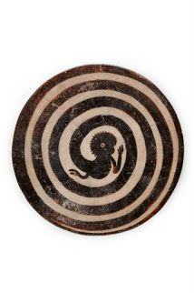 FB Stephen Ellcock Mayan plate with monkey tail in spiral, ca. Wassily Kandinsky, New York Photographie, Frank Stella, Art Antique, Mesoamerican, Ancient Art, Sacred Geometry, Finger Tattoos, Ceramic Pottery