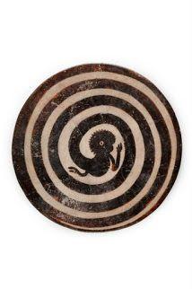 Plato con cola de mono en espiral (300 - 850) /   Museo Nacional de Antropología, México