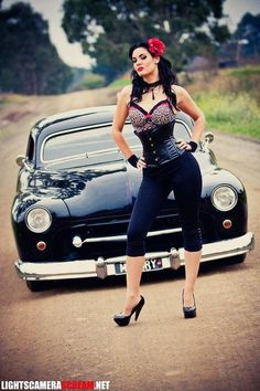 Hot Rod Pin Up.sexy as hell! Rockabilly Style, Rockabilly Fashion, Rockabilly Girls, Rockabilly Dresses, Retro Girls, Pin Up Girls, Hot Girls, Pin Up Car, Estilo Pin Up