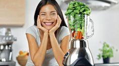 Green smoothie woman making vegetable smoothies with blender. Easy Smoothies, Green Smoothie Recipes, Weight Loss Smoothies, Smoothie Blender, Vegan Smoothies, Dietas Detox, Summer Detox, Liver Detox, Healthy Dieting