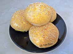 Chifle pentru burgeri: delicioase, usor de preparat, foarte pufoase. Perfecte pentru burgeri, hamburgeri sau sandvisuri. Merita sa incercati reteta. Hamburger, Bread, Food, Eten, Hamburgers, Bakeries, Meals, Breads, Loose Meat Sandwiches