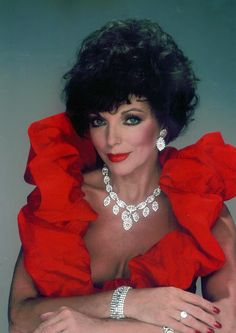 Joan Collins as 'Alexis Carrington' on 'Dynasty' Hollywood Glamour, Old Hollywood, V Drama, Alexis Carrington, Divas, Dame Joan Collins, Jackie Collins, Der Denver Clan, Mejores Series Tv