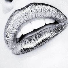 Make a statement with the hottest beauty trend around: foil makeup. You can easily achieve foil lips, foil eye makeup and more with our beauty tutorials. Party Makeup, Eye Makeup, Makeup Kit, Glitter Lipstick, Lipstick Art, Lipsticks, Silver Outfits, Dark Red Lips, Black And White