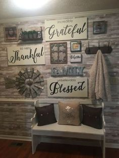 35 Inspiring Farmhouse Wall Decor Design Ideas For Your Home – - All About Decoration Farmhouse Side Table, Farmhouse Wall Decor, Rustic Decor, Farmhouse Style, Rustic Style, Country Style, Rustic Living Room Decor, Modern Farmhouse, Country Wall Decor