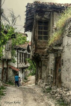 some small Turkish town, perhaps. Medieval Village, Medieval Houses, Turkish Architecture, Historical Architecture, Watercolor Landscape, Landscape Paintings, Places To Travel, Places To Visit, Unusual Homes