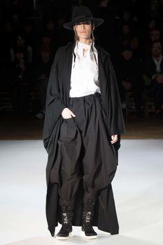 Yohji Yamamoto Fall 2015 Ready-to-Wear Fashion Show - Shelby Furber (PREMIUM)