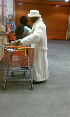 people of Walmart Fancy wearing your dressing gown while your shopping !