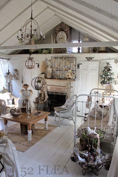 Shabby Chic Interior Design Ideas For Your Home Shabby Chic Mode, Shabby Chic Interiors, Shabby Chic Cottage, Shabby Chic Style, Shabby Chic Decor, Shabby Chic Furniture, Deco Addict, White Decor, Cheap Home Decor
