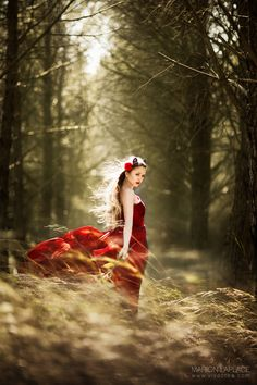 Photo Red Forest by Marion Laplace Forest Photography, Fantasy Photography, Creative Photography, Portrait Photography, Fashion Photography, Photography Lessons, Portrait Inspiration, Photoshoot Inspiration, Portrait Ideas