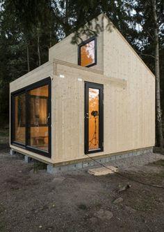 Diseño de cabaña pequeña, construida en madera.                              …