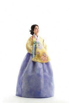 Korean Fashion On The Streets Of Paris Korean Traditional Dress, Traditional Fashion, Traditional Dresses, Hanbok Wedding, Korea Dress, Culture Clothing, Korean Hanbok, Korean Fashion Trends, Korean Outfits