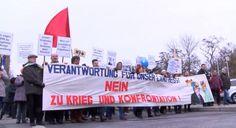 """Der deutsche Michel kann auch anders - Gegen Islamfeindlichkeit und gauckschen Militarismus - http://globist.de. Zwei bedeutende Demonstrationen fanden am Wochenende in Köln und in Berlin statt. In der Domstadt versammelten sich 15.000 Menschen, um der Bewegung """"Hooligans gegen Salafisten"""" eine Absage zu erteilen. In Berlin protestierten 4.000 Menschen vor dem Schloss Bellevue gegen den Neomilitarismus des Bundespräsidenten Joachim Gauck und die westliche anti-russische…"""