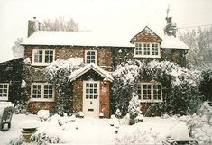 Snowy cottage- my dream home Future House, My House, Soho House, Ideal House, Cottage Shabby Chic, Cozy Cottage, Country Cottage Interiors, Cottage Gardens, Cottage House