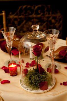 薔薇をガラスで閉じこめて美女と野獣風♡ 赤がテーマの大人なウェディング・ブライダルのアイデア。 …