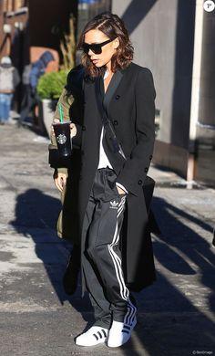 Victoria Beckham, toute de Victoria Beckham (sac Half Moon) et d'adidas Originals vêtue à New York le 10 février 2017.