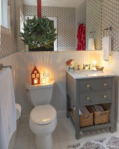 Love this bathroom with the cutest Christmas decorations added for a nighttime glow! Love this bathroom with the cutest Christmas decorations added for a nighttime glow! Cohesive DIY Home Decor Ideas Christmas Apartment, Red Christmas Decor, Christmas Bathroom Decor, Christmas Decor Diy, Outside Christmas Decorations, Christmas Bathroom, Cute Christmas Decorations, Christmas Room, Christmas Decor Inspiration