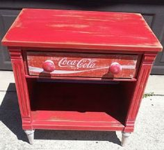 Repurposed Coca Cola Table - Coca Cola - Idea of Coca Cola Repurposed Furniture, Cool Furniture, Painted Furniture, Crate Furniture, Outdoor Furniture, Furniture Outlet, Handmade Furniture, Furniture Stores, Modern Furniture