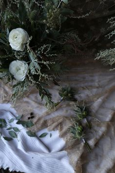 Wintery Whites by Vervain www.vervainflowers.co.uk florist floristry freelance florists Wild flowers, White, Silver, Green, wedding flowers, bridal flowers, natural wedding, outdoor wedding, table scape, Thistle, lillies, Lilly, India Hurst Flowers