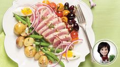 Be tempted by this easy Niçoise salad with tuna recipe Nicoise Salad, Tuna Steaks, Salad Topping, Tuna Recipes, How To Cook Potatoes, Fish And Seafood, Cherry Tomatoes, Vinaigrette, Green Beans