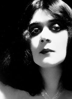 Theda Bara dark & mysterious beauty of early silent film