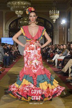 Carmen Raimundo Viva by We Love Flamenco 2017 23 Flamenco Costume, Flamenco Dresses, Nice Dresses, Summer Dresses, Formal Dresses, Traditional Mexican Dress, Anniversary Dress, Mexican Dresses, Boho Outfits