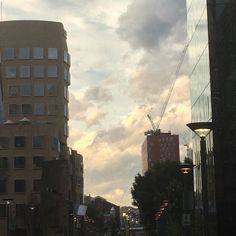 Clouds and UTS's Dr Chau Chak Wing building - #clouds #UTS #drchauchakwingbuilding #building #gehrybuilding #gehry #Ultimo #Sydney