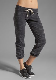 Shop for MONROW Camo Print Vintage Sweats in Vintage Black at REVOLVE. Camo Skinny Jeans, Camo Jeans, Camo Baby Stuff, Love Fashion, Jeans Fashion, Material Girls, Camo Print, Revolve Clothing, Workout Wear