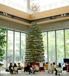 Bamboo Christmas tree in Tokyo, Japan. 8 meters high, based on the fibonacci sequence Creative Christmas Trees, Christmas Deco, Christmas Holidays, Xmas Trees, Natural Furniture, Rattan Furniture, December Holidays, Holiday Crafts, Holiday Decor