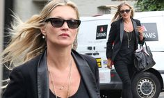 The 42-year-old fashion icon proved why she is one of the world's top models on Friday as she headed to a London pub for lunch with friends in chic black skinny jeans and a blazer.