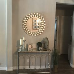 Table Decor Living Room, Glam Living Room, Home Decor Bedroom, Diy Home Decor Projects, Furniture Decor, Living Room Designs, Organized Entryway, Future, Pegboard Display