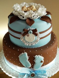 http://cakedecoratingcoursesonline.com/cake-decorating/ Baby boy shower cake. Cake Decorating Classes online