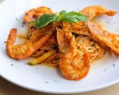 Spaghetti et gambas à la crème de safran : http://www.cuisineaz.com/recettes/spaghettis-et-gambas-a-la-creme-de-safran-65017.aspx