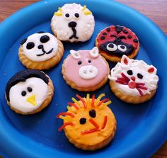 amazing animal biscuit decorating idea - coloured icing, lolly face features  (thanks to Messy Church Troon)