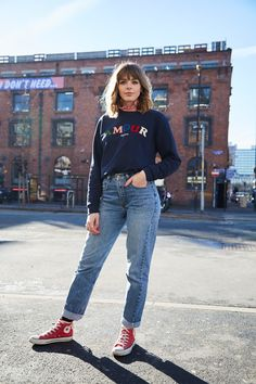 Discover ideas about high top converse outfits Converse Haute, Red Converse Outfit, High Top Converse Outfits, Casual Outfits, Cute Outfits, Converse Fashion, Look Com All Star, Look Fashion, Fashion Outfits