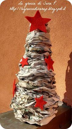 Alberi con fogli di giornale