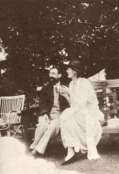 Recordar a Virginia Woolf es una cita obligada cada 25 de Enero por ser una icono de la literatura y el feminismo. Hoy se cumplen 134 años desde el nacimiento de esta mujer que fue conocida por ser una de las mejores escritoras británicas, por ser un verdadero referente en el movimiento feminista de