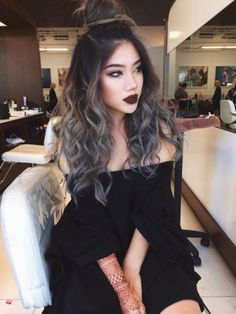 Looking for silver hair color inspirations for your new hairstyle? Take a hint from this roundup of silver hair ideas and tips to pick the best one for you. Natural Hair Styles, Long Hair Styles, Hair Color Dark, Dark Hair Grey Highlights, Hair Dos, Gorgeous Hair, Beautiful, Pretty Hairstyles, Grey Hairstyle