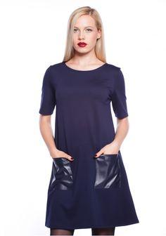 O rochie confortabilă, care să meargă bine și fără toc, cu cizme de ploaie.
