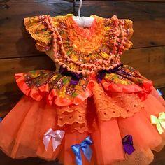 Vestido festa junina linha Luxo. Ele é composto por 3 camadas de tecido o que o deixa mais sofisticado. O acessório de cabelo está incluso! Trabalhamos com tamanhos que vão do P( bebê) ao 14 Summer Dresses, Formal Dresses, Floral, Fashion, Luxury Dress, Gorgeous Dress, Maxi Dresses, Redneck Party, Cute Blouses