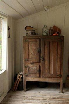 Antique wooden icebox, circa A beautiful piece with gorgeous patina, from the days when appliances were part of the furniture. Primitive Furniture, Rustic Furniture, Antique Furniture, Diy Furniture, Primitive Decor, Plywood Furniture, Modern Furniture, Furniture Design, Country Decor