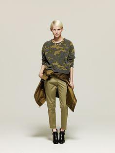 #3 Blouse:MACPHEE/¥30,240 Knit:MACPHEE/¥19,440 Pants:Ballsey/¥16,200 Necklace:AUDEN/¥48,600 Shoes:MICHEL VIVIEN/¥108,000