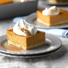 Pumpkin Shortbread Dessert Recipe -My family prefers this to traditional pumpkin pie, which is just fine with me. It feeds a crowd, so I only need to make one dessert instead of several pies. 13 Desserts, Delicious Desserts, Dessert Recipes, Dessert Food, Plated Desserts, Cookie Recipes, Weight Watcher Desserts, Pumpkin Pie Cheesecake, Pumpkin Pie Bars