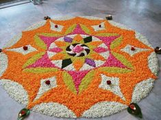 🏵Moolam is the seventh day of the festival of Onam which continues for ten days. With just two days left for the festival now, enthusiasm… Simple Rangoli Designs Images, Rangoli Designs Flower, Rangoli Designs Diwali, Diwali Rangoli, Rangoli Designs With Dots, Flower Rangoli, Beautiful Rangoli Designs, Kolam Designs, Flower Mandala