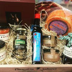 Cestas personalizadas para todos los gusto... #bodasdeoro www.plasenciasabores.com #envíos #gourmet
