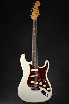 Fender Guitars For Beginners Adults Fender Guitar Amp Power Cord Fender Guitar Amps, Stratocaster Guitar, Guitar Rig, Easy Guitar, Cool Guitar, Ukulele, Guitar Chords, Fender Stratocaster White, Electric Guitars