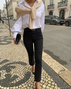 Fashion Tips 2019 spring fashion spring trends spring style outfit inspiration outfit ideas.Fashion Tips 2019 spring fashion spring trends spring style outfit inspiration outfit ideas Paris Outfits, Mode Outfits, Spring Outfits, Paris Spring Outfit, Ootd Spring, Chic Winter Outfits, Spring Day, Parisian Style Fashion, Look Fashion