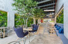 T.Bar: enormous living green walls of lichen and moss line refreshing Panama fusion restaurant // @inhabitat  Photos by Mosh Benjamin, http://propixelpanama.com/