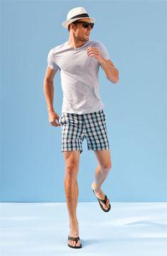 short tshirt e chinelo