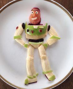 or acá somos fanaticos de Toy story!!! Ya perdí la cuenta de la cantidad de veces que la vimos! Y esta difícil pero Buzz es el preferido. Cute Snacks, Cute Food, Good Food, Yummy Food, Toddler Meals, Kids Meals, Sweet & Easy, Food Art For Kids, Creative Food Art