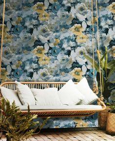 Tapeta CRISTIANA MASI AMAZZONIA 22022, wzór przypominający malunek z kwiatami Wallpaper Decor, Blue Walls, Porch Swing, Outdoor Furniture, Outdoor Decor, Decoration, Sun Lounger, Interior Decorating, Wall Decor
